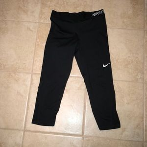 Nike pros black leggings, too big for me